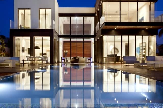 VianPool modern-house-with-pool-promises-a-good-time-outdoors-17
