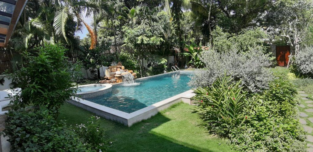 Cảnh quan chung hồ bơi sân vườn