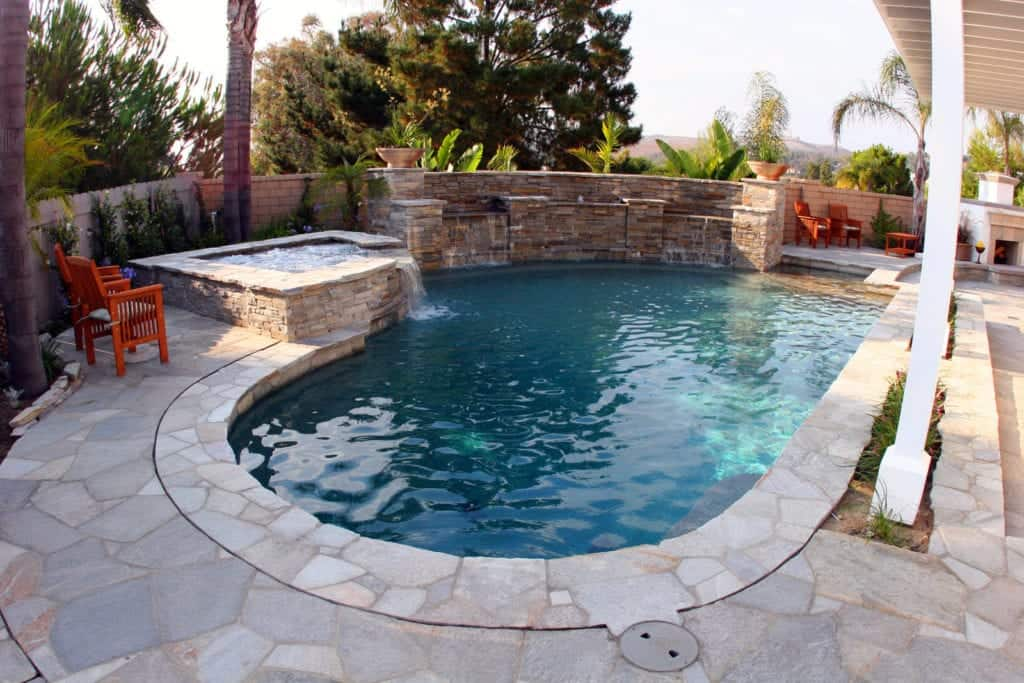 VianPool spool-design-for-small-backyard-1024x683-2