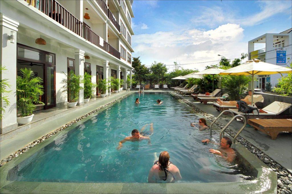 Hồ bơi Khách Sạn Ánh Dương Hội An