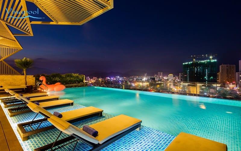 Hồ bơi khách sạn Sen Việt