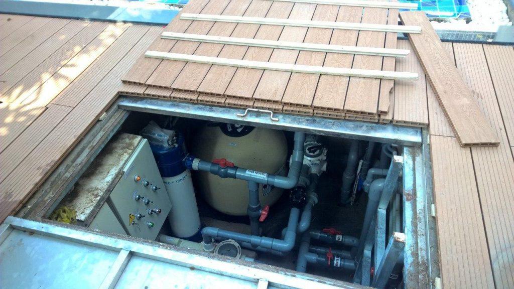 Thiết bị xử lý nước Băng UV - lắp đặt hồ bơi gia đình