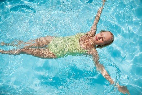 Mùa đông có nên đi bơi