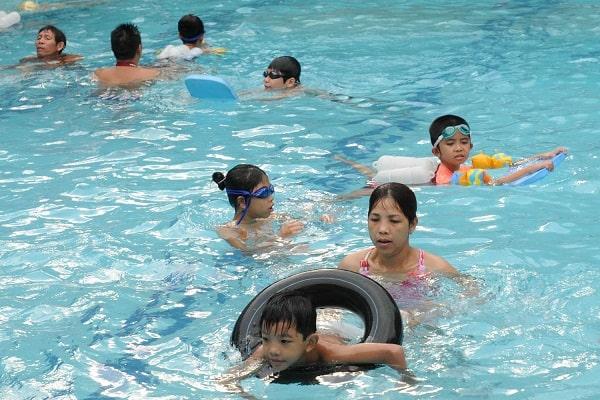 Viêm xoang có nên đi bơi hay không