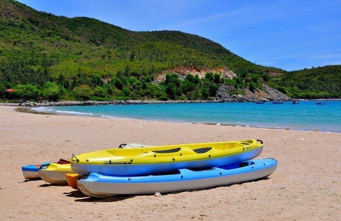 Thuyền kayak giúp bạn có những giây phút vui vẻ ngoài biển khơi