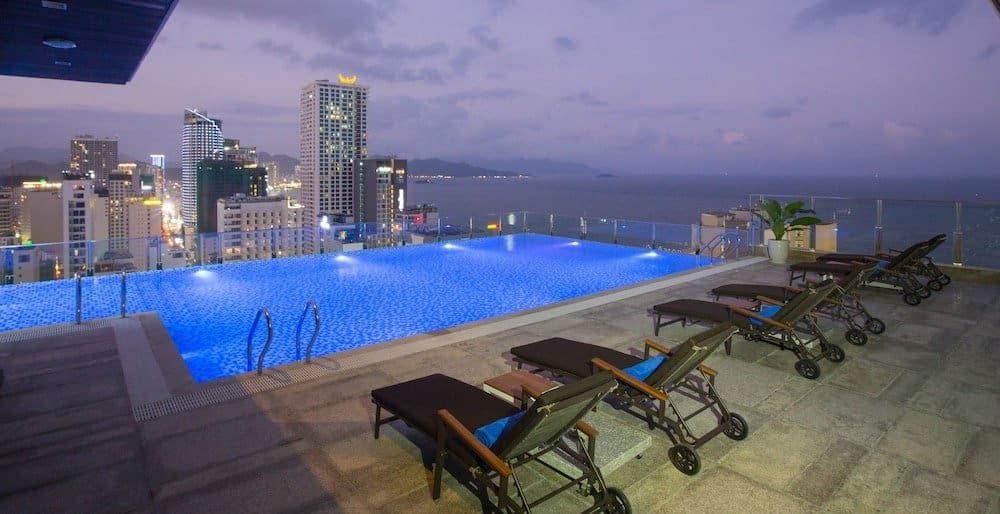 VianPool khach-san-nha-trang-co-be-boi-vo-cuc-green-beach-hotel-nha-trang