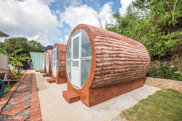Vẫn là Homestay hình ống nhưng thiết kế giống như gốc cây mang đến sự thích thú cho người ở