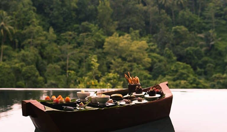 VianPool floating-sunset-sensation-romantic-dinner-hanging-gardens-of-bali-768x445