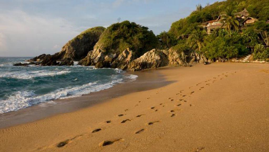 Những bãi biển quyến rũ nhất thế giới cho phép tắm khỏa thân - ảnh 4