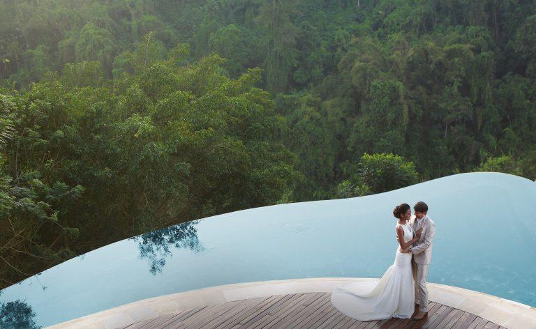 VianPool wedding-at-hanging-gardens-of-bali-768x472