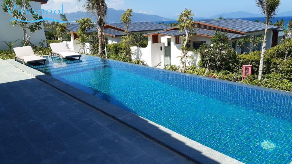 Hồ bơi resort Sử dụng hệ thống mương tràn
